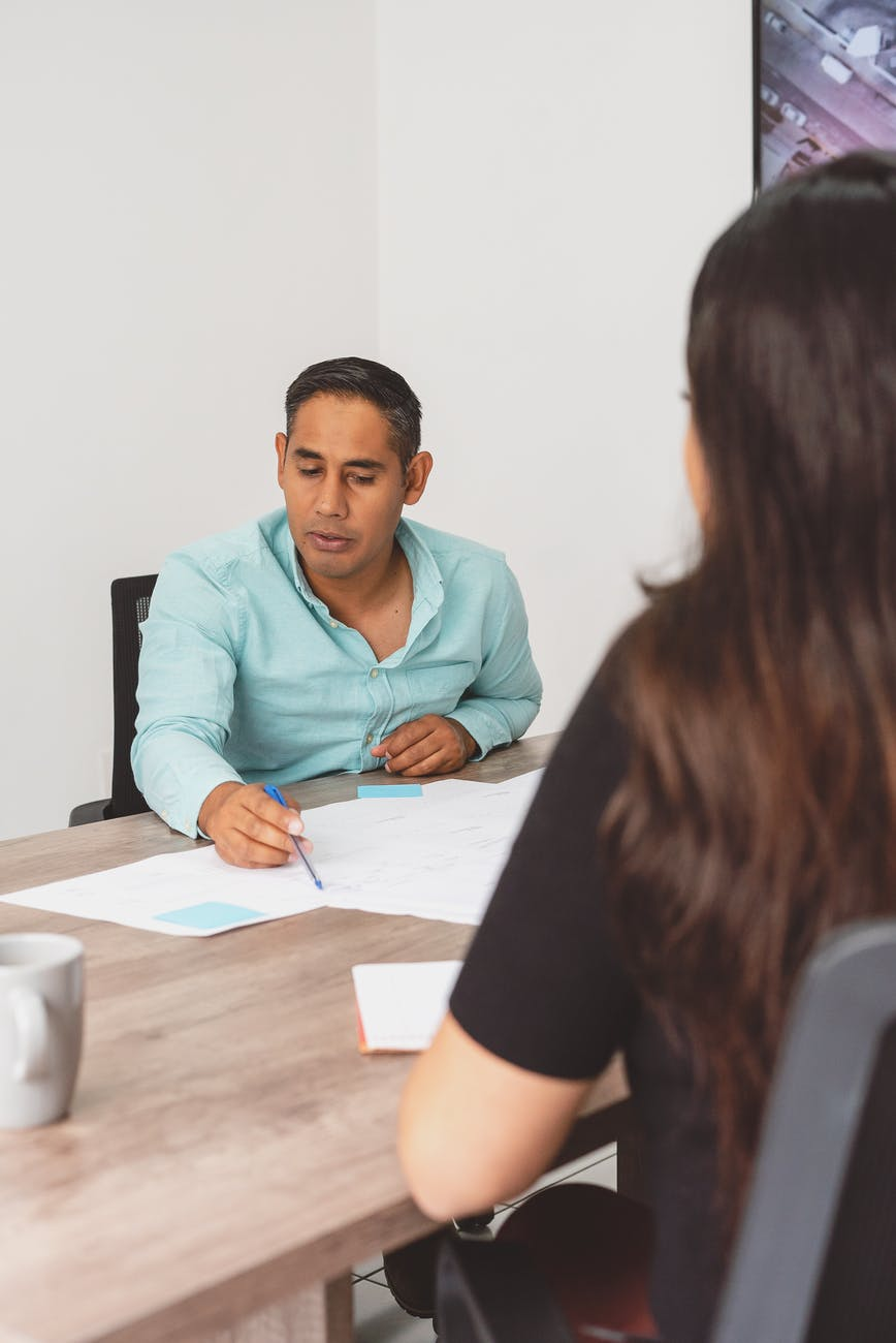 How to do employee performance assessment?
