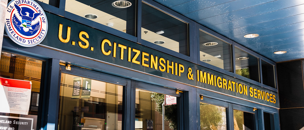 How to Hire Immigrants Legally? Top 5 Tips [2021 Checklist]