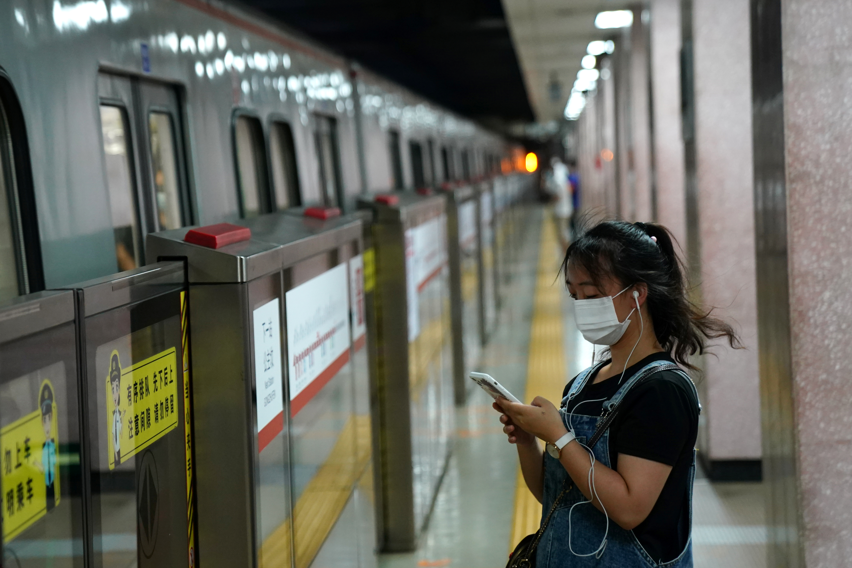 Smartphone shipments dip as Covid cuts China handset demand