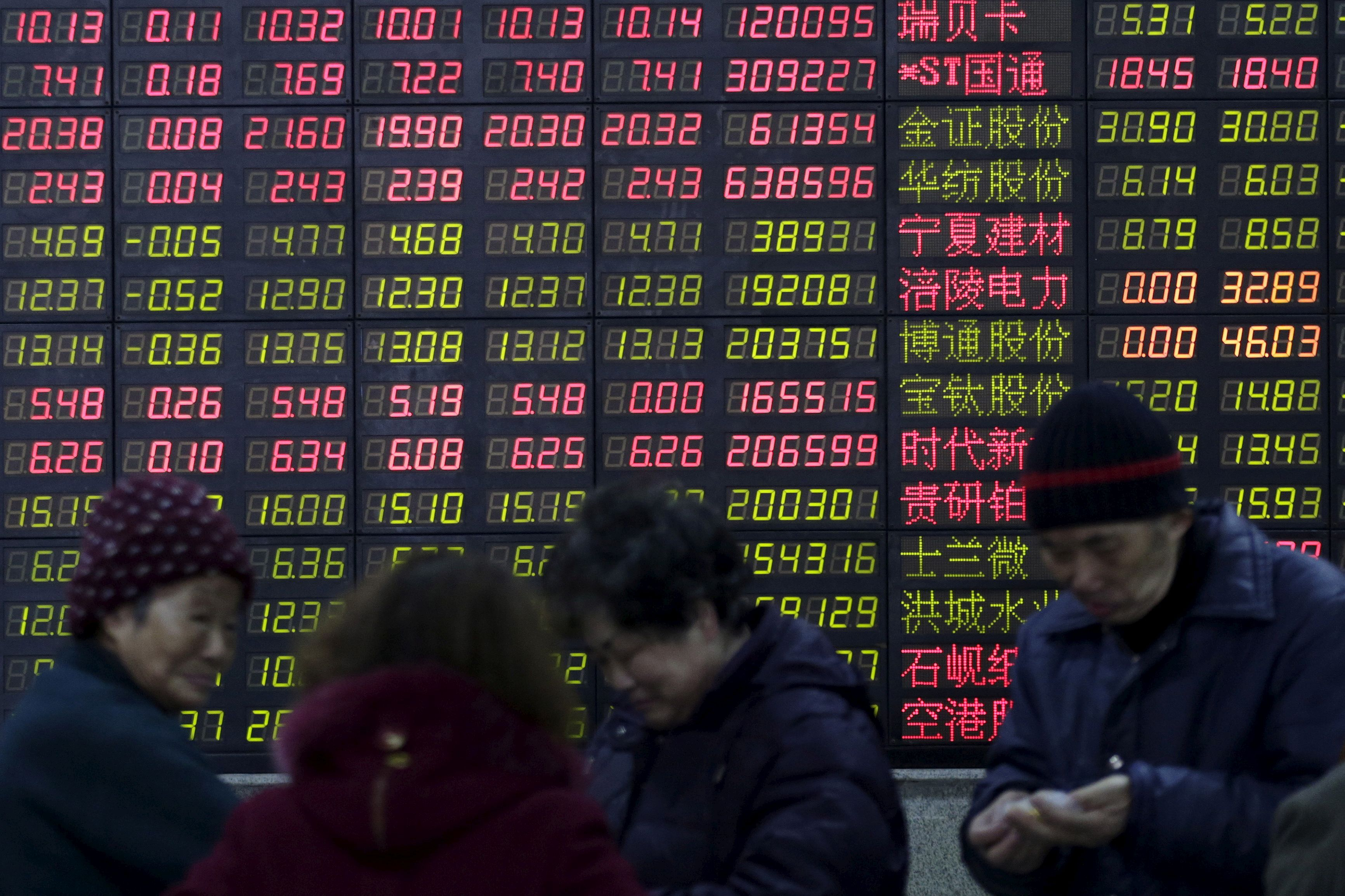 Stock bubble worries push Chinese investors south for bargains