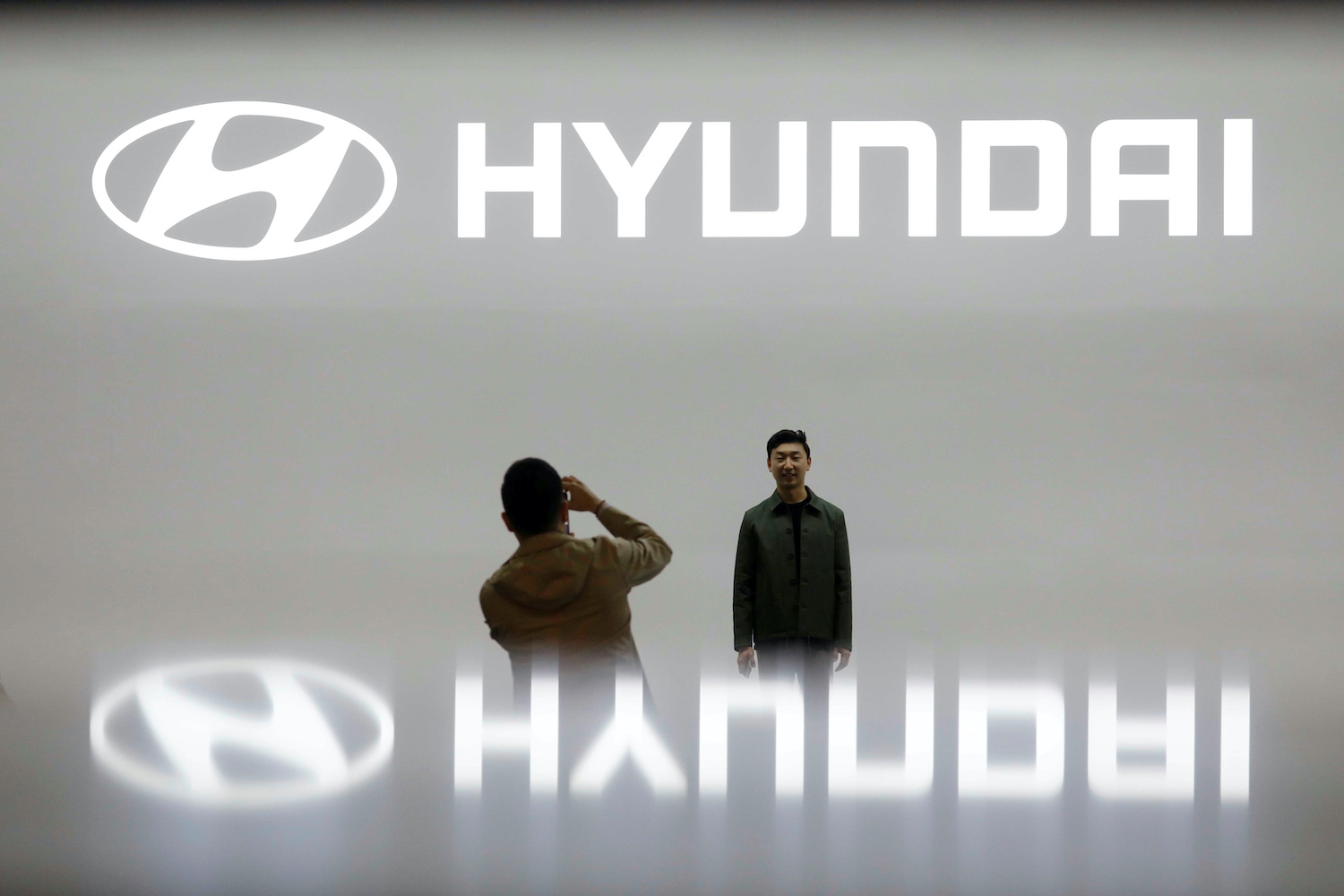 Hyundai execs face insider trading probe after Apple talks