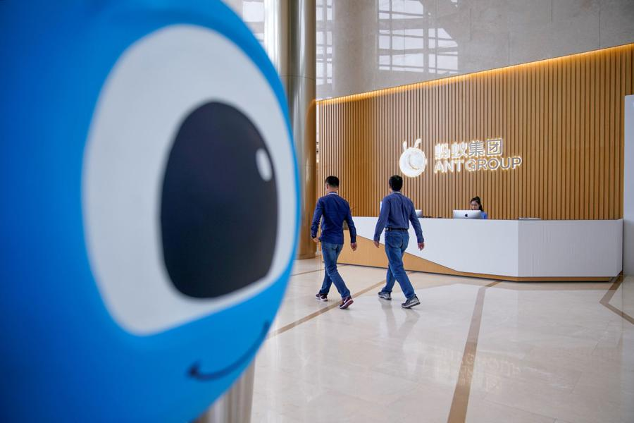 Chinese banks return to popularity after crackdown on Internet firms