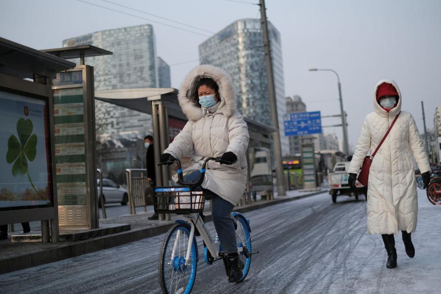 Beijing to track down visitors as new wave of coronavirus strikes city
