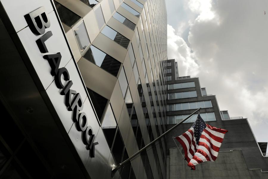BlackRock clears bitcoin for funds