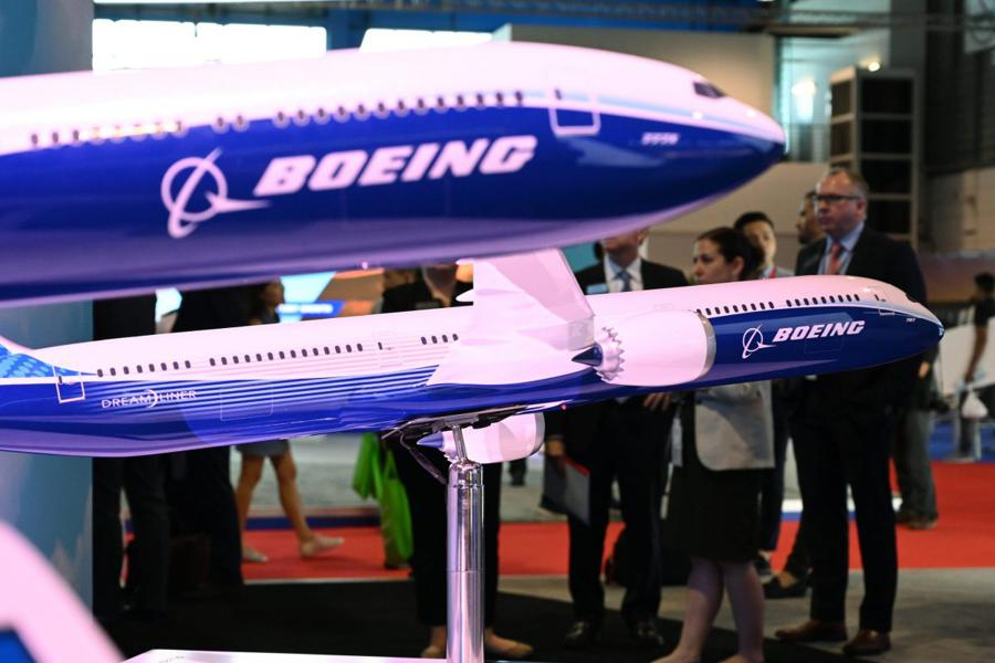 Boeing to lay off 10% of workers in civil aviation