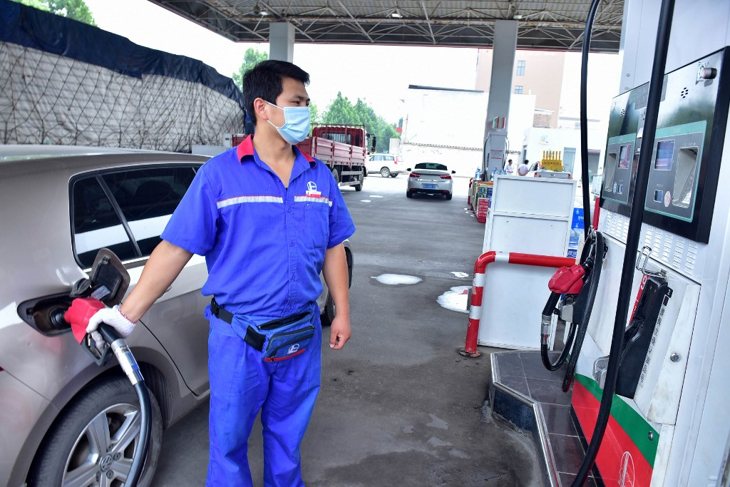 China counts the cost at pumps of continued oil price rises