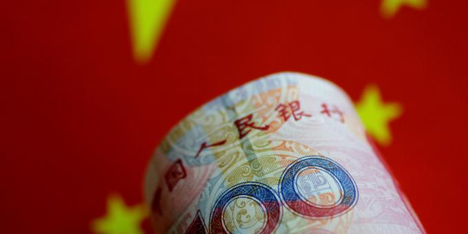 China halves yields at global bond sale