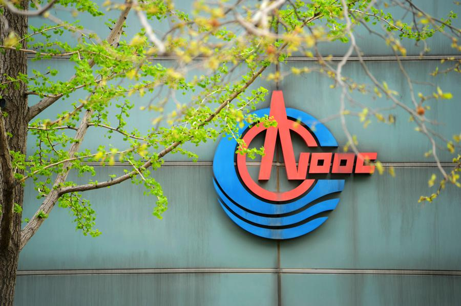 China CNOOC says to raise gas' share to half of output by 2035