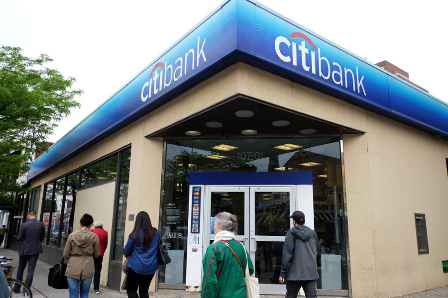 US banks set aside billions as buffer against bad loans