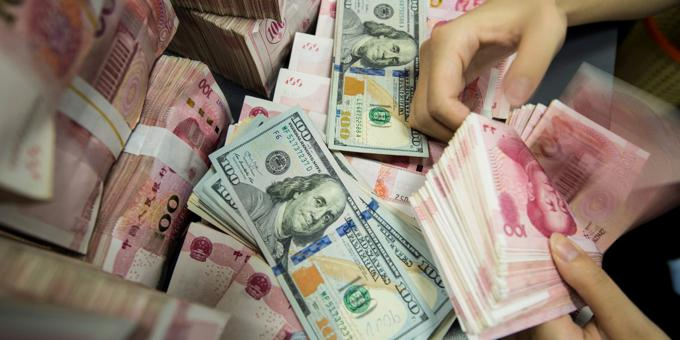 Yuan caught in global stock markets downdraft
