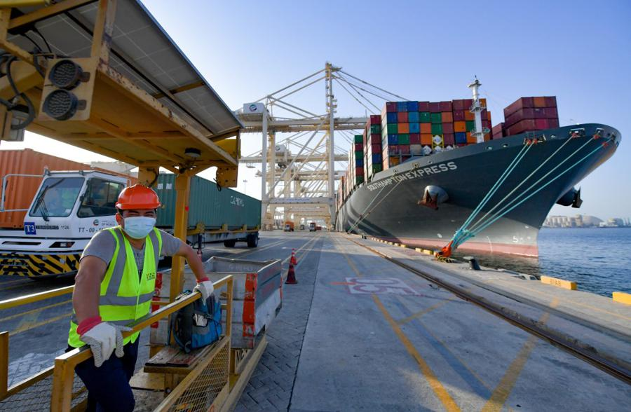 Dubai ports giant 'prepares for worst' as virus impact looms