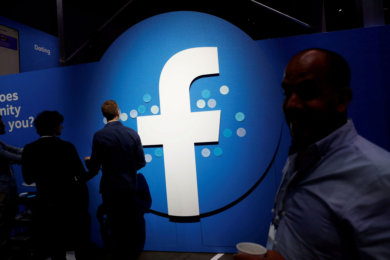 Facebook reaches deal with News Corp on Australia content