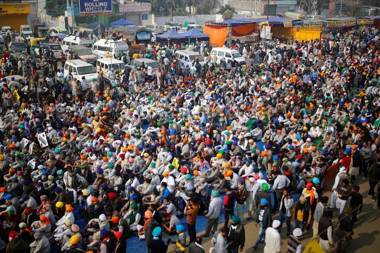 Indian farmers in uproar over Modi's bid to reform agriculture la