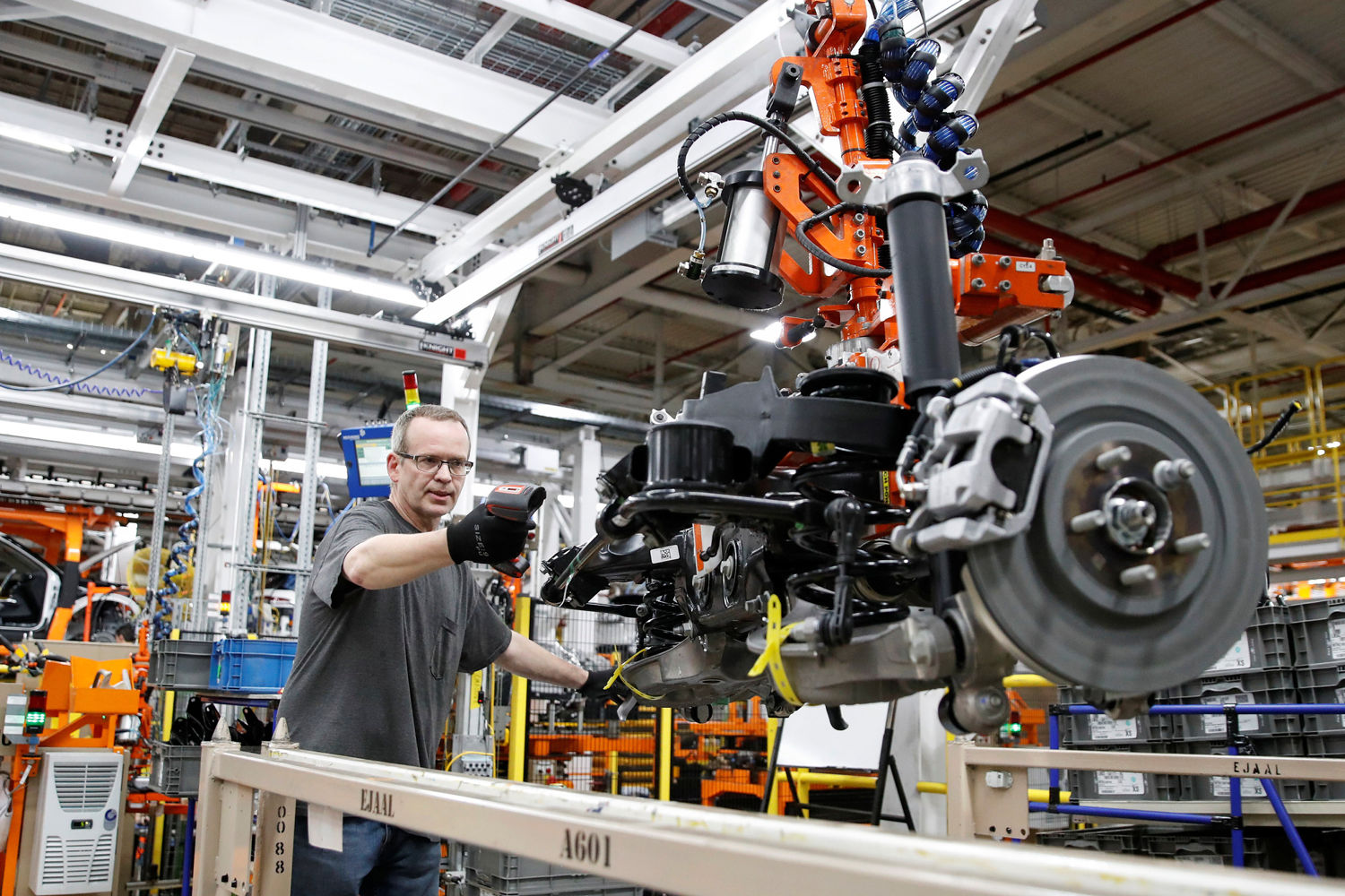 Global carmakers brace for longer semiconductor shortage