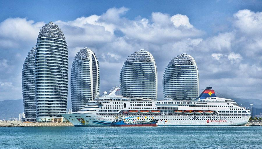 Hainan begins 100 projects at free trade port
