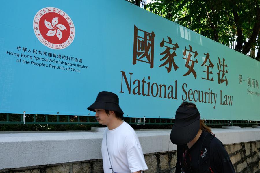 Trump ends HK trade preferences, backs banking sanctions