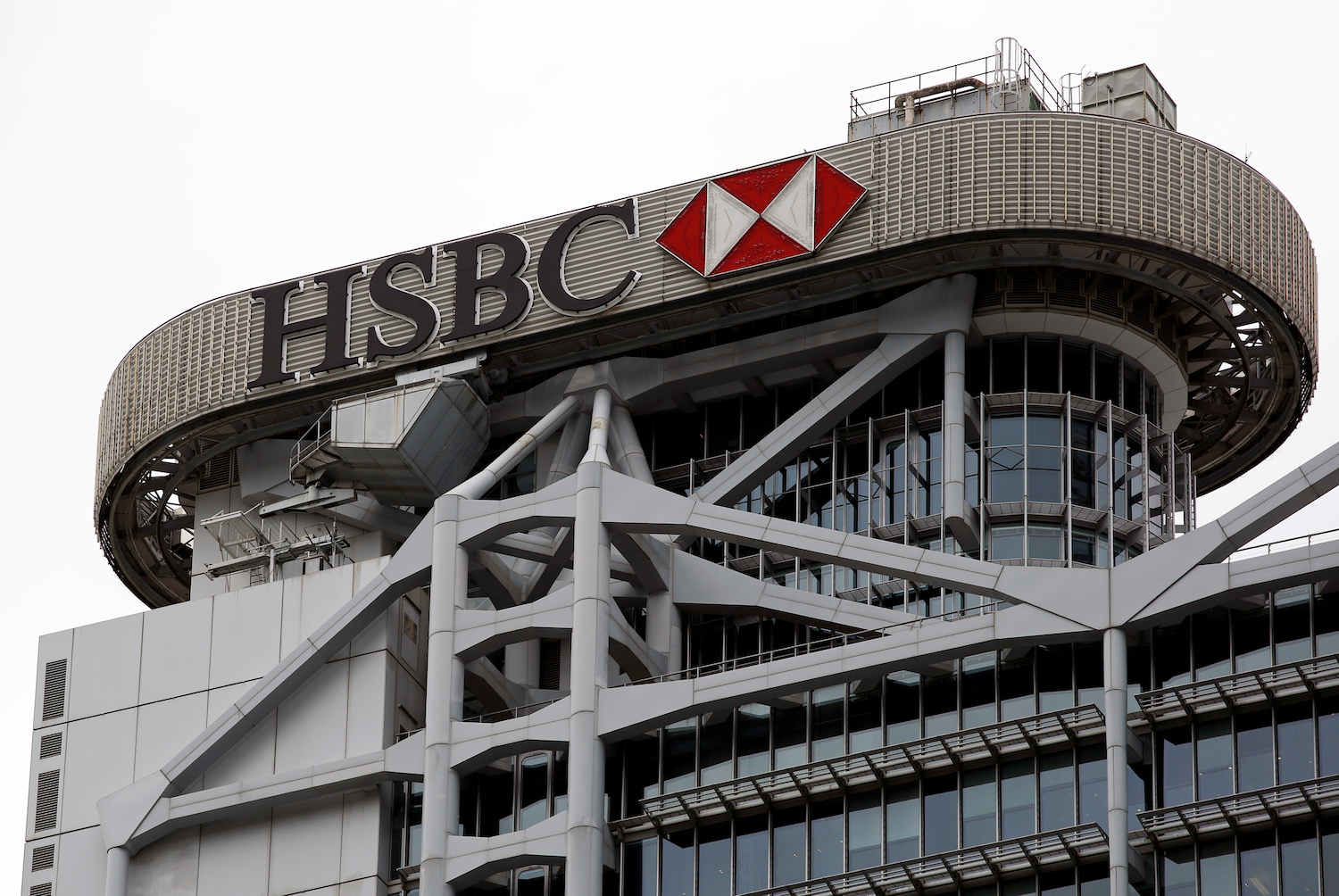 HSBC bows to pressure to cut fossil fuel finance