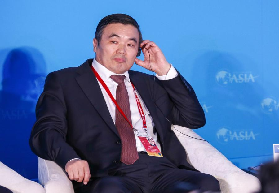Former top Chinese banker pleads guilty to massive graft