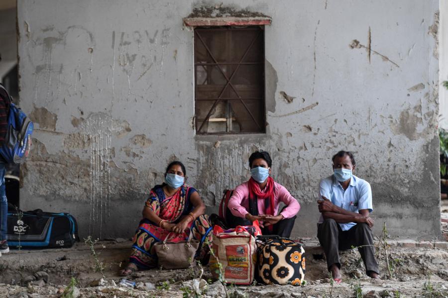 Global virus vaccine race heats up