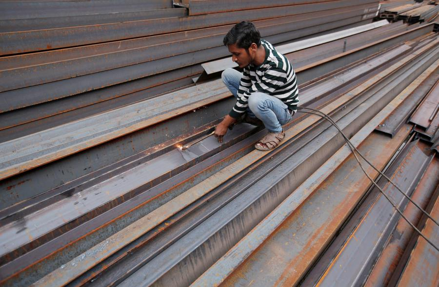 Defying trade tensions, Chinese buyers snap up Indian steel