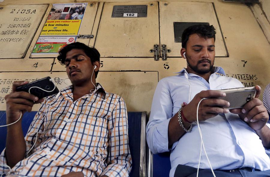 India data-curb plan 'anathema', U.S. tech giants plan pushback