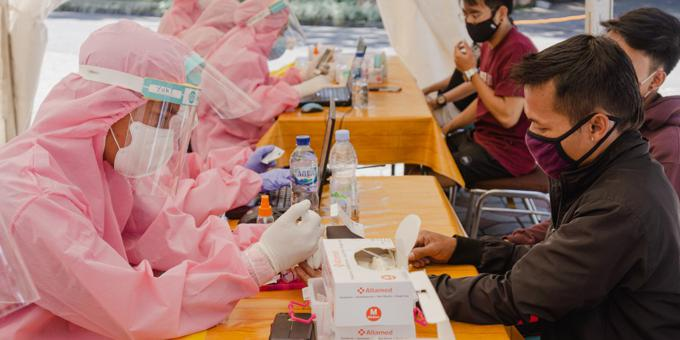 Rich nations tighten aid as virus beats early efforts