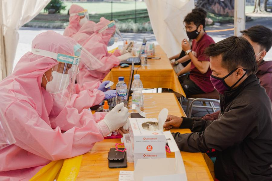 Markets ride vaccine hopes, Wall Street tech rally