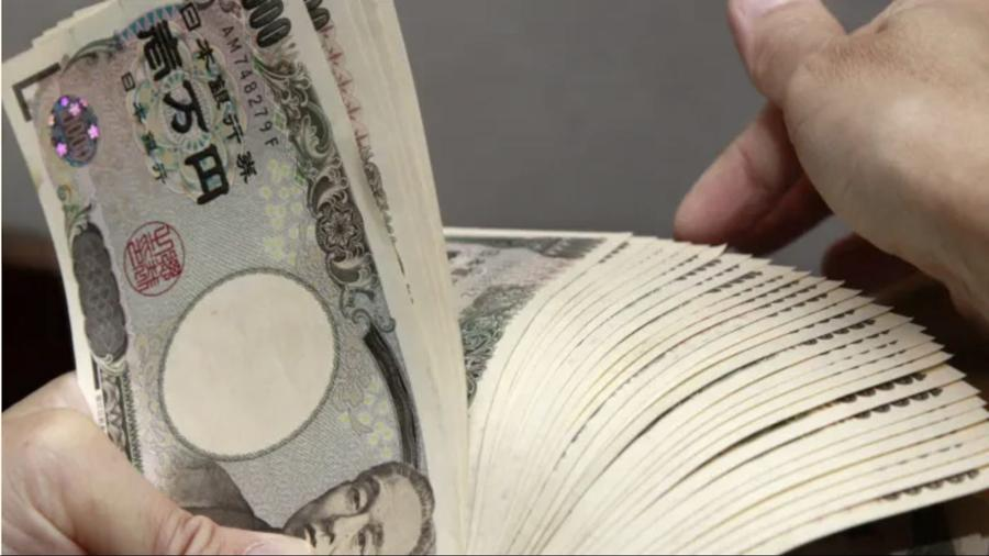 Fitchrevises Japan outlook to negative