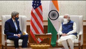 Kerry meets Modi, vows funds to help India shift to clean energy