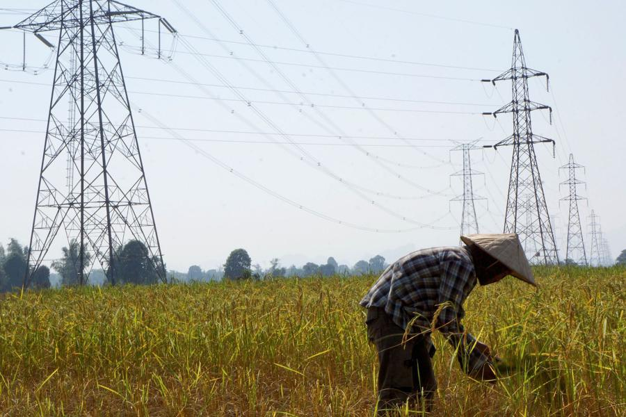 Chinese firm to run Laos power grid amid default crisis