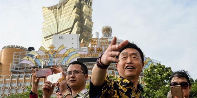 Macau casinos see huge losses as virus slams travel