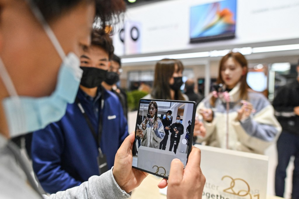 Huawei announces 5G royalty rates for smartphone makers