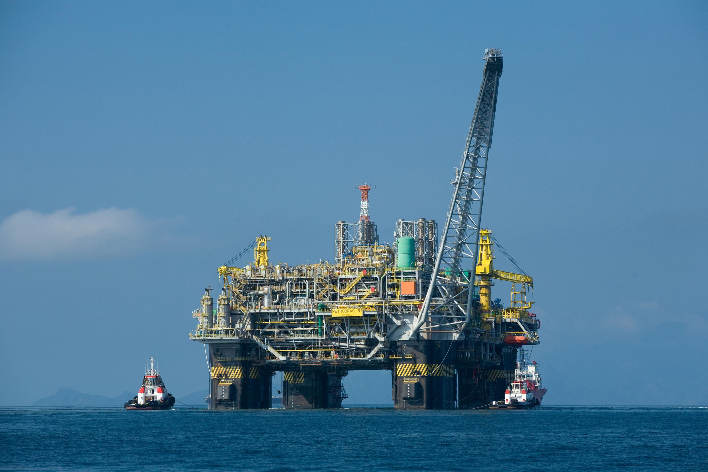 Korean shipyards vying to build huge oil rigs for Petrobras