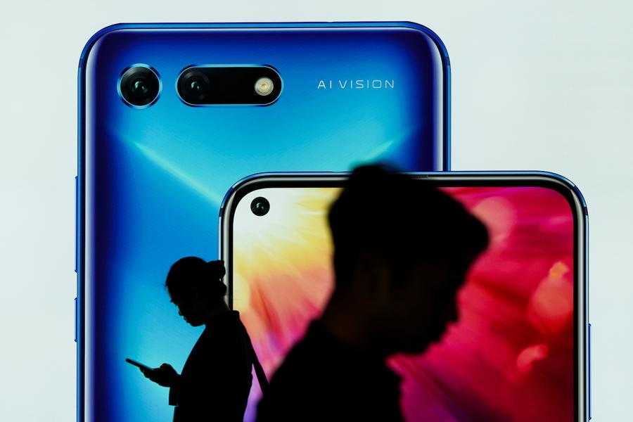 Huawei knocked off top spot, Xiaomi beats Apple in handset sales