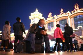 Chinese May holidays break records as masses get out and about