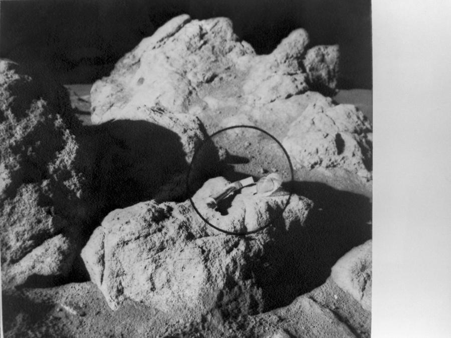 NASA to pay company $1 to collect moon rocks