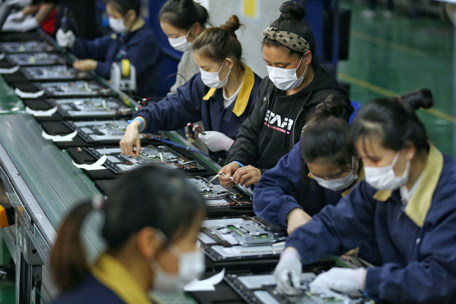 Chinese factories scrambling for workers amid export comeback