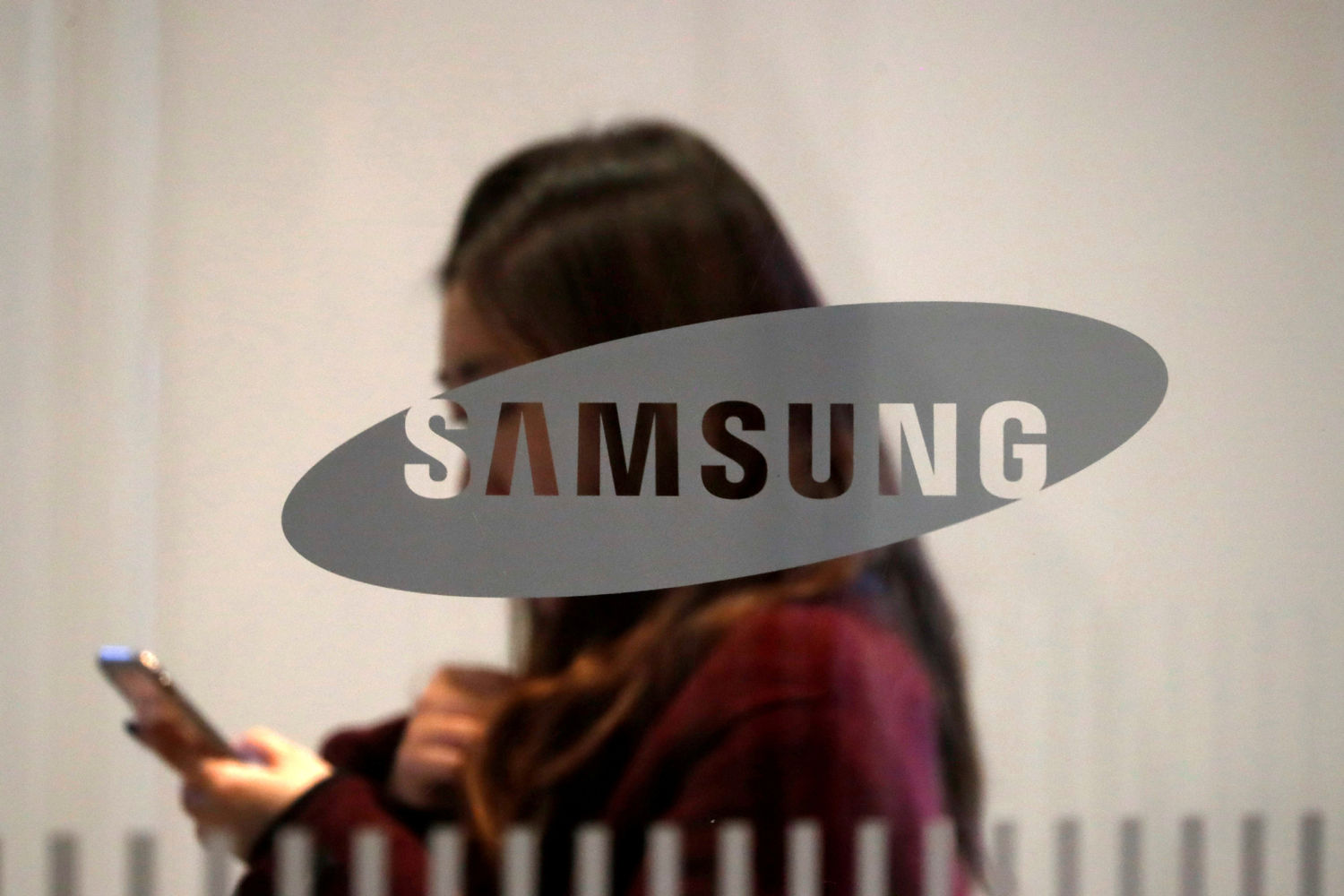 Smartphone, high-end consumer goods boost Samsung results