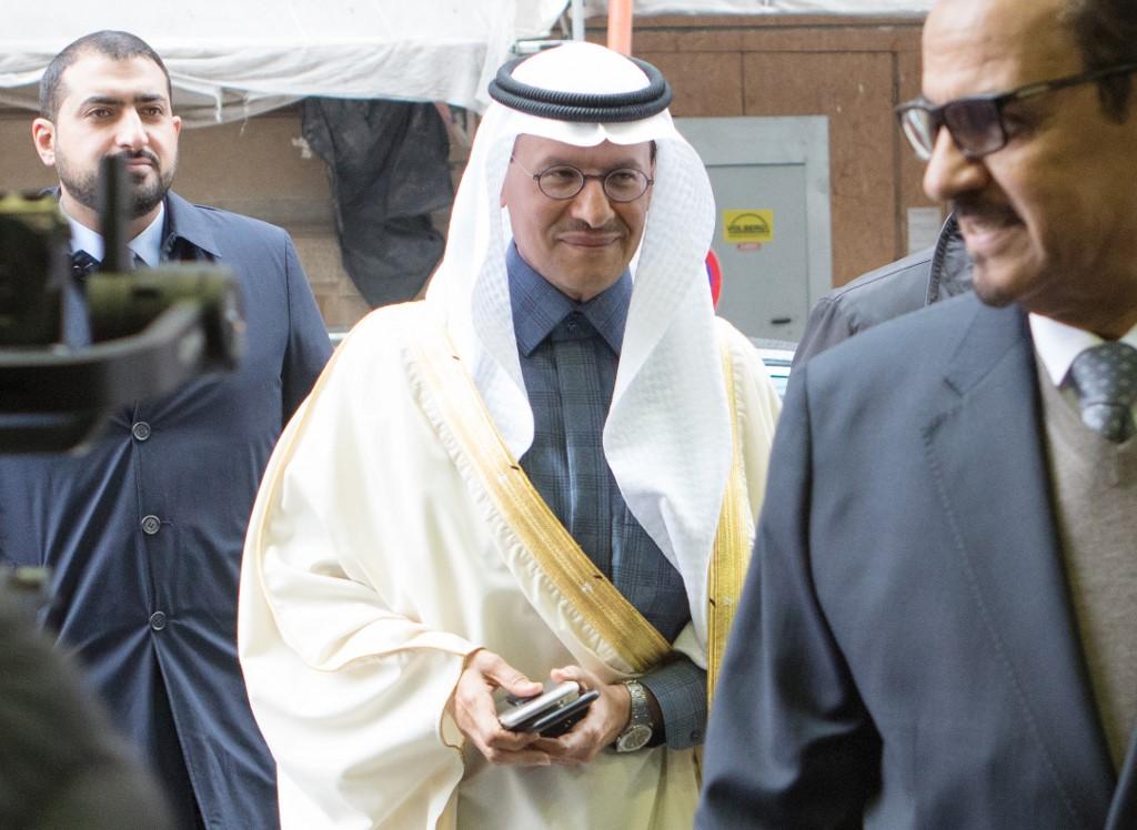 Oil prices rebound as Opec meeting looms