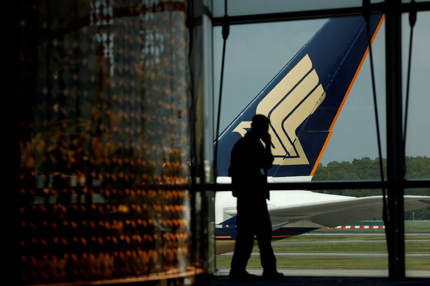 Pandemic-hit Singapore Airlines boosts coffers with plane deal