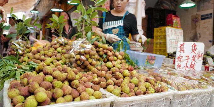 China tech giants told to give jobs back to local grocers