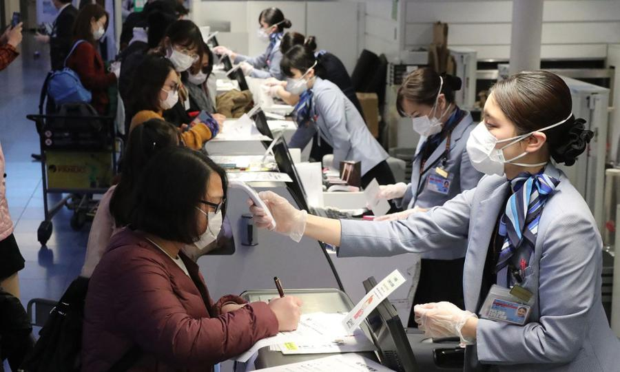 Amid virus crisis, West closes doors to China