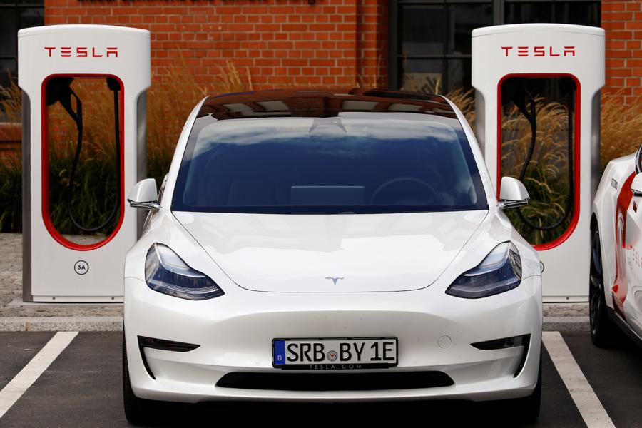 Tesla launches fast electric car charging in Berlin