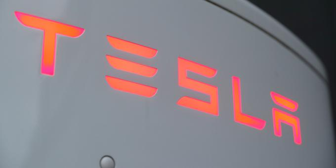 Tesla enjoys revenue record, thanks to pollution credit sales to rivals