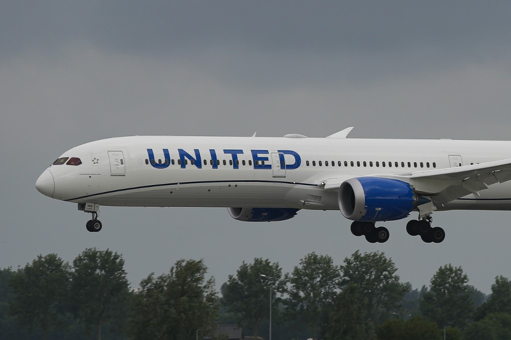 United Airlines announces biggest pilot job cut in its history