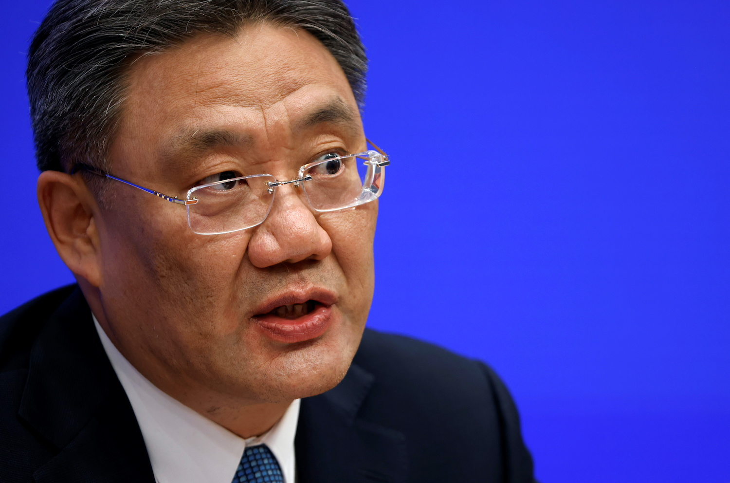 China's Commerce minister urges business as usual with US