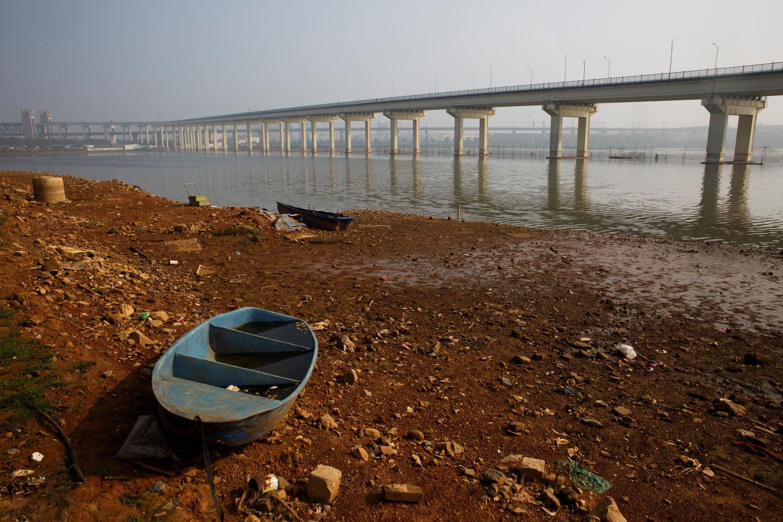 China bans sand mining on Yangtze river