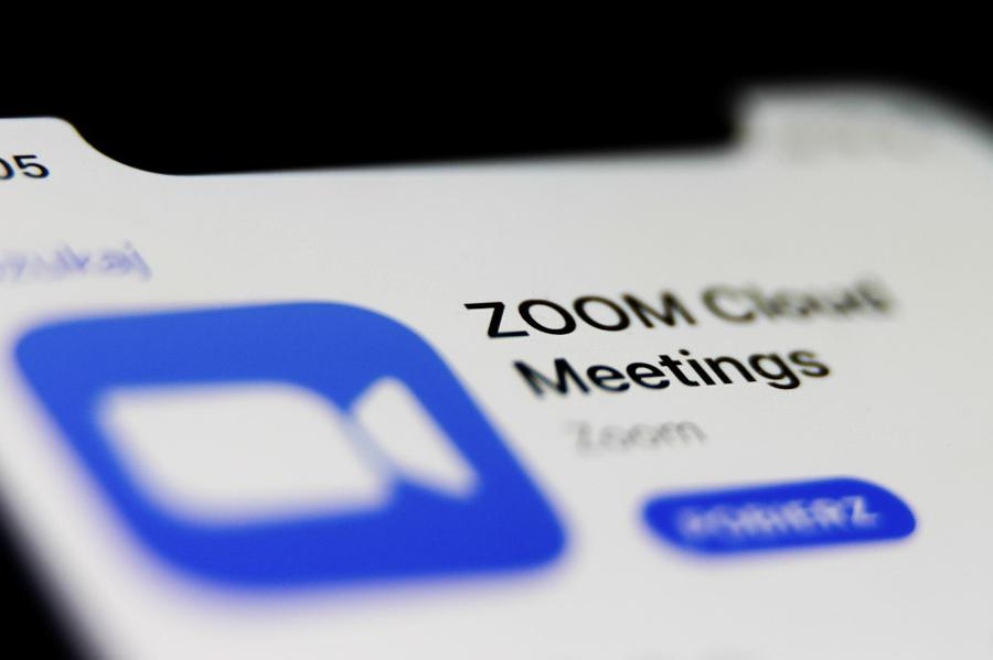 Zoom to stop direct sales in China