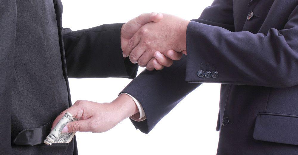 """5 prejuízos ao trabalhador pelo salário pago """"por fora"""""""