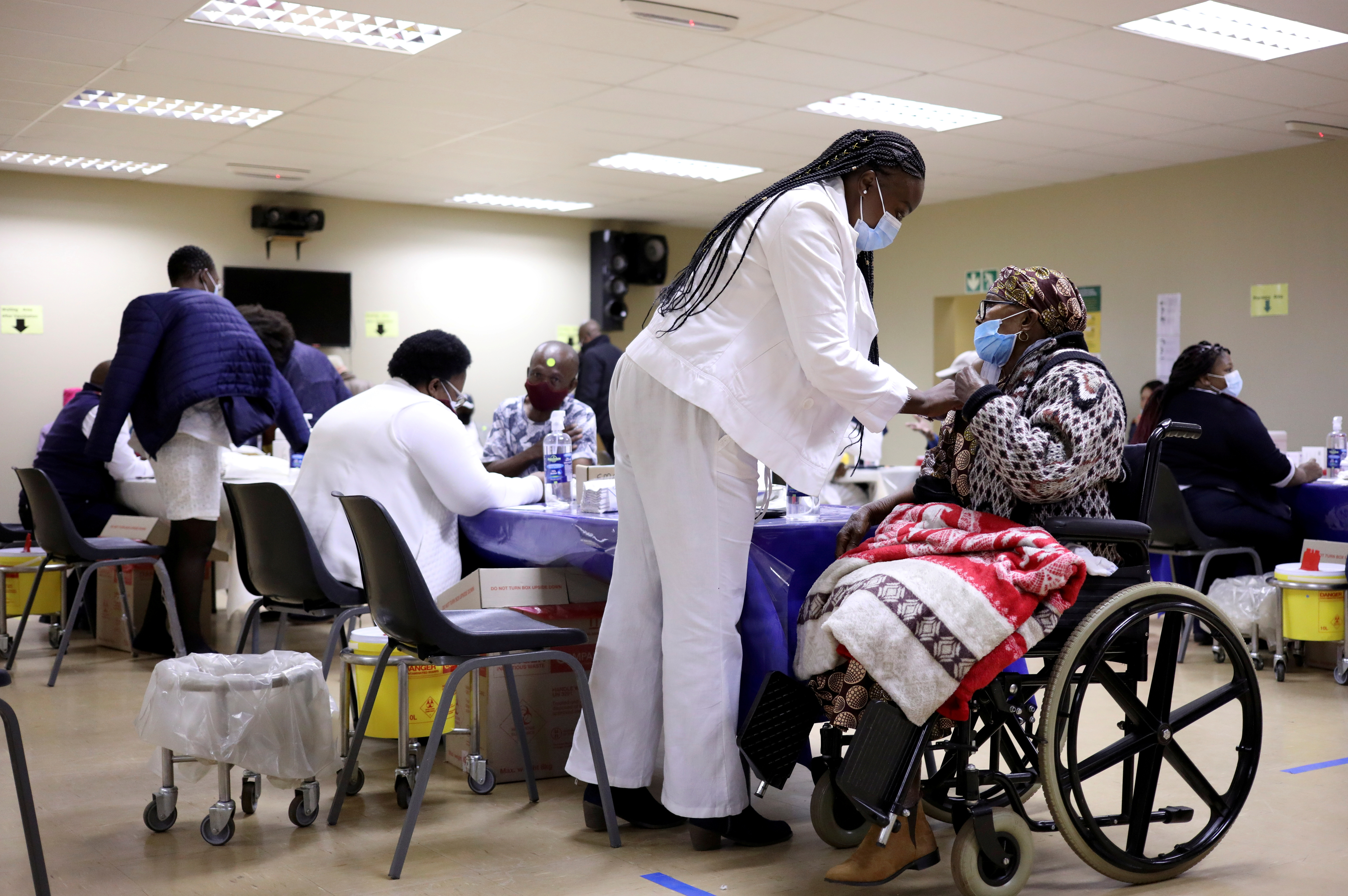 EU to invest 1 billion euros to build vaccine production hubs in Africa